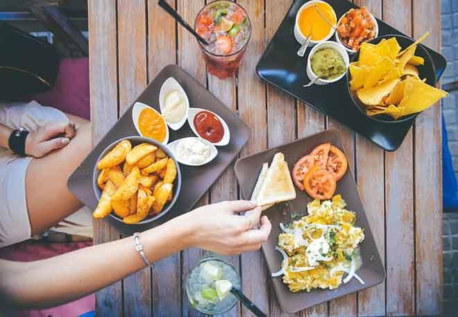 Šta to mršavi ljudi rade drugačije u restoranu od vas