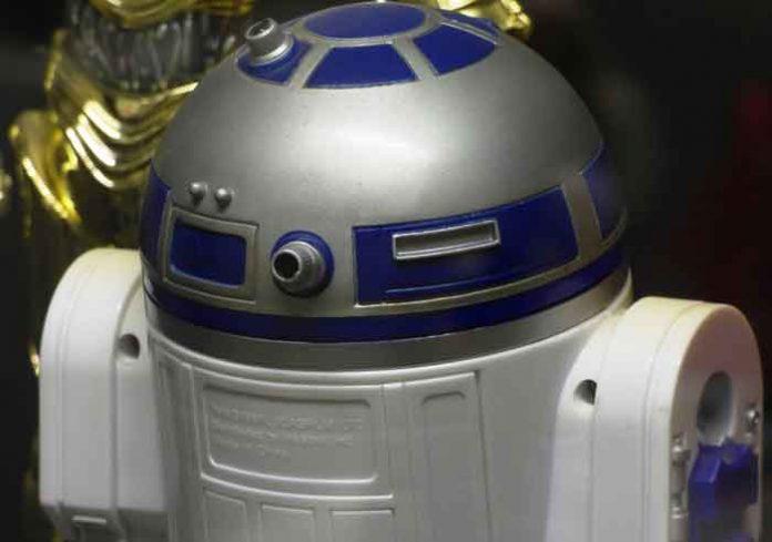 RATOVI ZVEZDA: Džordž Lukas otkriva zašto je R2-D2 najvažniji lik cele Star Wars sage