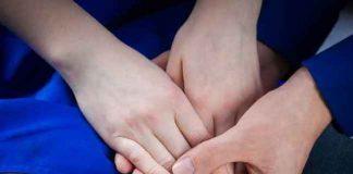 Način na koji te drži za ruku može pokazati koliko te želi