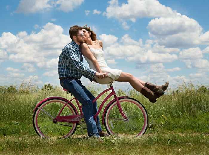 Najveće ljubavi nemaju nikakvog traga na društvenim mrežama: Srećni parovi se vole sada i ovde, a ne na Fejsu