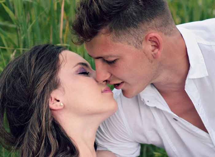 Suggest you Poljubac u vrat