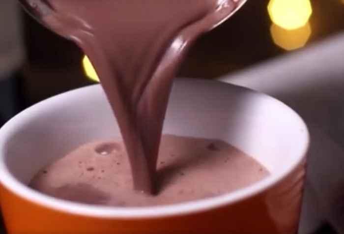 topla-cokolada-sa-vinom-video-recept-zasladite-se-ugrejte-u-zimskim-danima