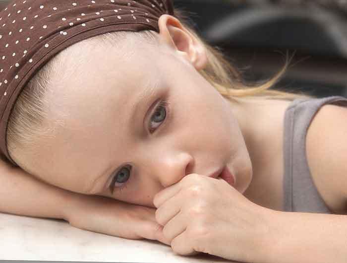 SISANJE PALCA: Da li je sisanje palca štetno, kako odviknuti dete od sisanja palca, zašto bebe sisaju palac