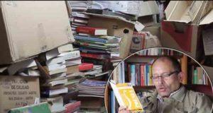 GOSPODAR KNJIGA: Đubretar godinama sakupljao bačene knjige, pa otvorio biblioteku