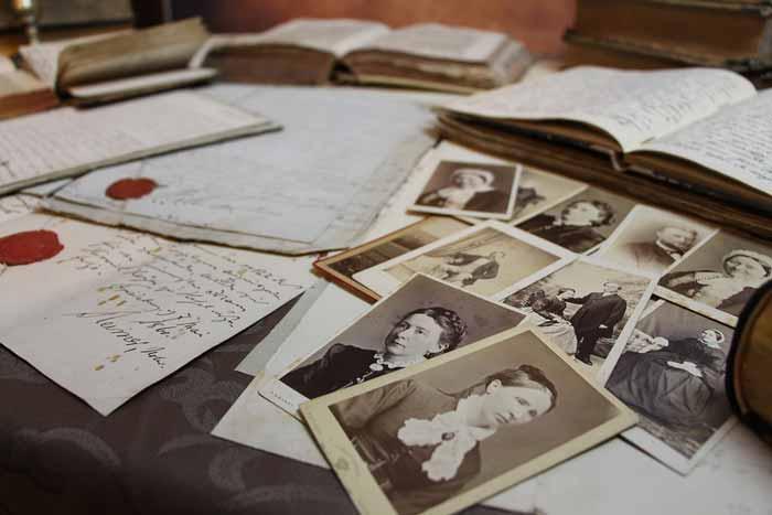 Evo zašto ne valja držati fotografije umrlih u kući: Razlog je zaista uznemirujuć