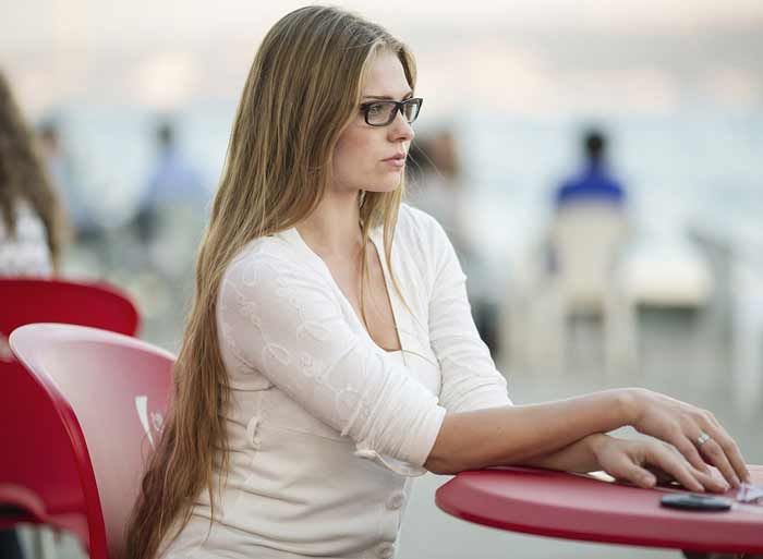 Psiholog objašnjava: ZAŠTO ŽENE NE UMEJU DA PRIME KOMPLIMENT