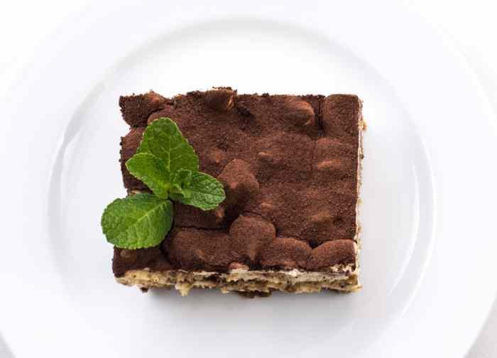 Kremasti češki kolač koji se krajnje jednostavo i brzo se pravi, nema domaćice kojoj do sada nije uspeo ovaj divni desert.