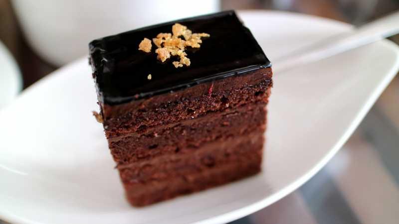 Čokoladna glazura kao iz poslastičarnice: Primenite ovaj trik i napravite rajske kolače!