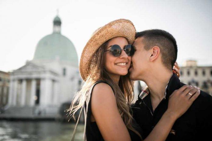 Psiholozi najzad otkrili šta to privlači jači pol i kakve dame su im neodoljive: Na ova dva tipa žena mumškarci najčešće bacaju oko, proveri jesi li među njima