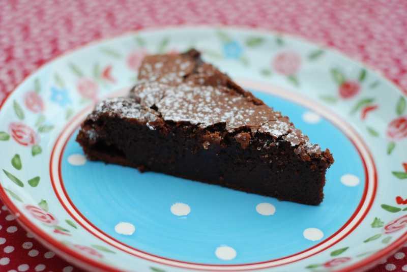 Slatko zadovoljstvo: Torta sa čokoladnim keksom i karamelom