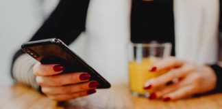 Mali vodič za dopisivanje na početku veze: Kakve poruke treba da mu šalješ, a koje treba da izbegavaš